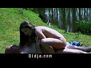 Порно с длинноногой брюнеткой в юбке