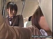 通学バスで痴漢されている人を目撃したJK |