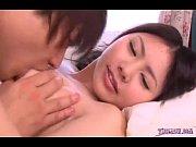 エロメン鈴木一徹くんにリードされながら恥ずかしそうにカメラの前でエッチしちゃう美少女のサムネイル画像