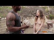 покажите видео где жена и муж занимаются сексом