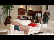 Смотреть онлайн видео красивая девушка показывает свое тело