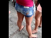 vídeo Bunda gostosa de shortinho no ponto do onibus - http://socaseiros.com