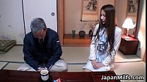 Anri Suzuki ลูกสะใภ้โดนพ่อของสามีเล่นซะแล้วเลียร่องหีเสียวเลย