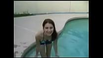 piscina la en masturbandose hermana Mi