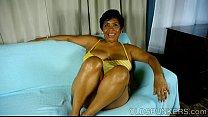 Super sexy mature black BBW fucks her soaking w...