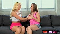 Mature Diamond Foxxx shows teen how to have les...