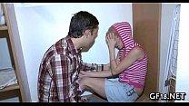 Видео девушка застукала своего парня и заставила стать рабом