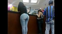 2 parte mall orinokia el en jeans de culona Morena