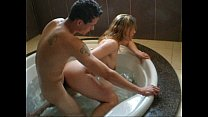 Loira transando na banheira do motel