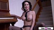 Pornstar Tease - Jessica gets naked and masturb...
