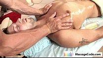 Смотреть онлайн присунул во время массажа