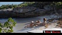 Rubia follando en la playa thumbnail