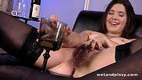 Sofa Squirting for hot chick with an untrimmed ...