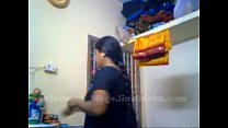 tamil aunty recordin herself and showing her boobs .. porn videos