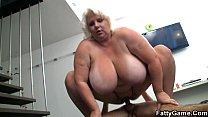 Порно жирный мужик трахнул красивую девушку