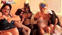 Image Donas de casa fazem uma festinha entre elas