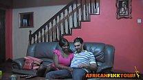 Mi esposa negra de Kenia me espera en el sofá con la panocha abierta y me la cojo hay mismo
