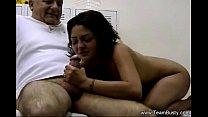 Incesto real com pai recebendo um boquete da filha