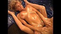 Секс с блондинкой в чулках на столе