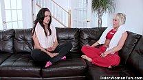 mulheres fazendo sexo lesbico no sofá