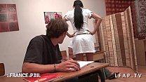 La prof se fait choper par ses eleves en classe