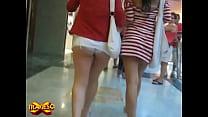 arriba falda la con caminando Chava