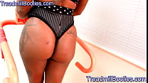 Great sexy young black teen ass on treadmill