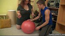 Fitness instructor fucks sexy fat babe