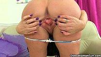 scottish milf toni lace has got to rub her crav…