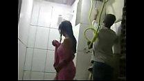 trabalha marido enquanto pedreiros dos frente na banho toma safada esposa - Real