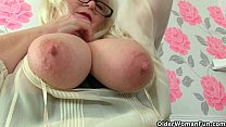 UK milf Melons Marie juggles her big tits and f...