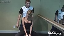 cougar working out in yoga pants decides to blow a trainer at the gym