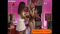 empresaria como strip un en desnuda blume Daniela