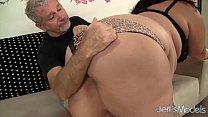 Муж свою толстую зрелую жену выебал с другом в сауне