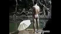 ถ่ายแบบเกย์ควีน เขาถอดเสื้อผ้าโชว์ร่องตูดอย่างสวยงามในป่า