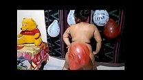 Jovencita bailando y perreando desnuda de visita en casa de su prima de Panama