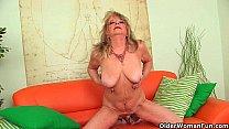 Порно красавица срет в рот мужику