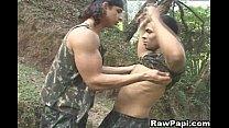 Os soldados após o treinamento fazendo uma foda ligeira