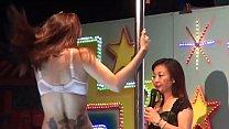 เต้นรูดเสาโชว์ในผับ หุ่นสวยนมโตอยากล่อหีของเธอคนนี้จริงๆ