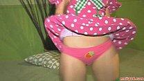 สาวน้อยหีสวยอยากโดนควยเย็ดโก่งตูดโชว์ร่องหีของเธอในชุดเสียว