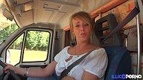 Cecilia baise deux fans dans son camping-car [Full Video]