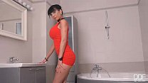 Sudsy Snatch - Belgian Beauty Masturbates in th...