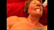Мама подглядывает за дочкой из шкафа порно