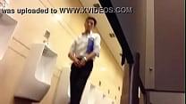 anh văn phòng sục cu trong toilet vincom