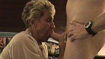 Abuela caliente con un hombre maduro