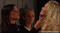 Три лезбиянки видео играют на раздевание фото 223-11