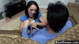 Tiozinho Comendo A Novinha Assanhada
