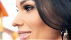 Adina Barbu Exibindo Seu Corpão