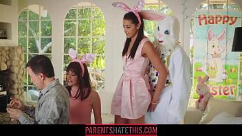 家族に隠れウサギのコスプレで姪っ子に挿入する叔父