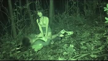 混浴温泉で出会った男と行きずりのSEXをしてしまう人妻をご覧下さい…